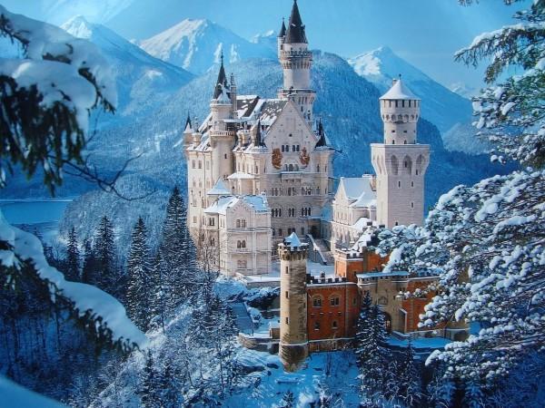 Neuschwastein-Castle-Bavaria-Germany-in-Winter-Time1-600x450